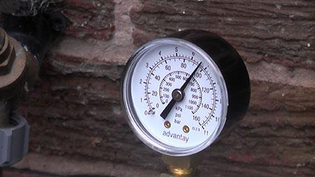 measure water pressure